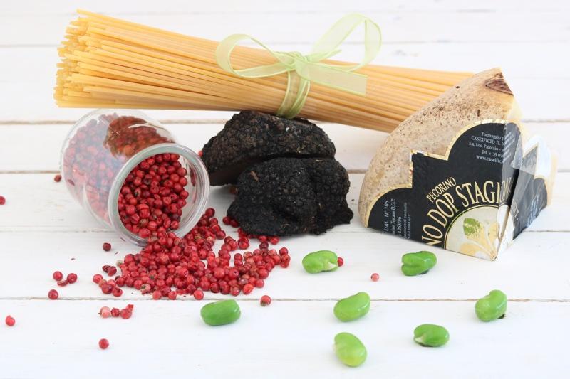 ingredienti spaghetti con formaggio toscano e crema di fave