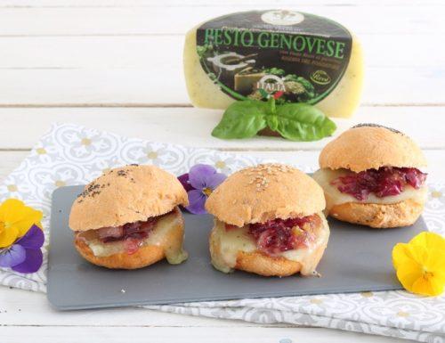Cheeseburger al Fior di Pesto con Confettura di Cipolle Rosse e Panino al Pomodoro