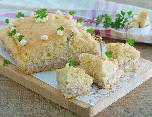 Torta salata con crema di tonno e carciofini