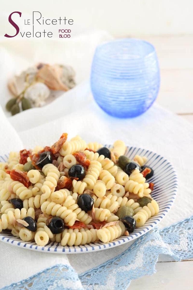 pasta fredda con tonno pomodori secchi olive e capperi