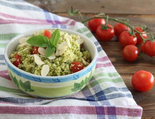 Cous cous al pesto con pomodorini e mandorle