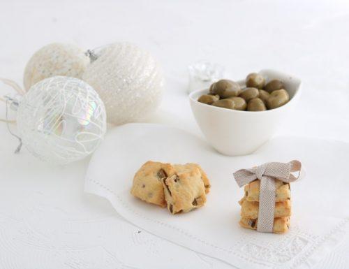 Biscotti salati alle olive verdi pecorino romano e mandorle