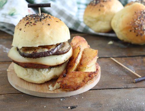 Hamburger fatti in casa con melanzane e scamorza