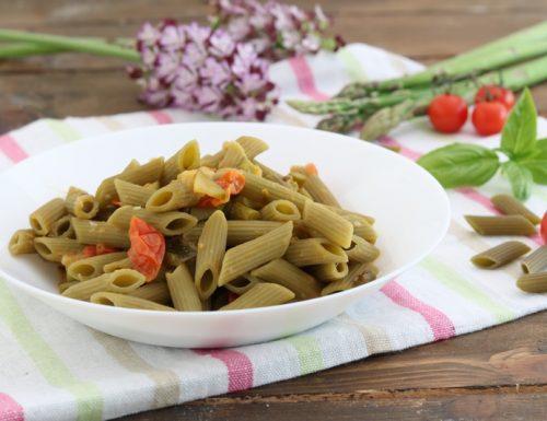 Pasta di piselli con asparagi zucchine e pomodorini