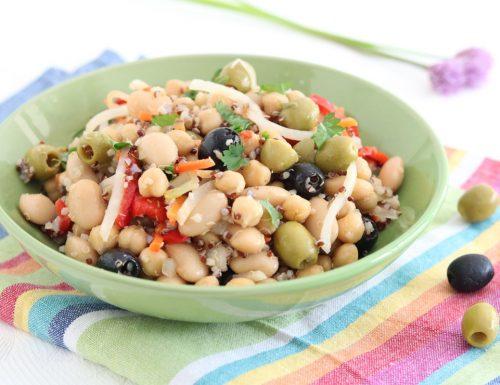 Insalata di legumi con quinoa e verdure