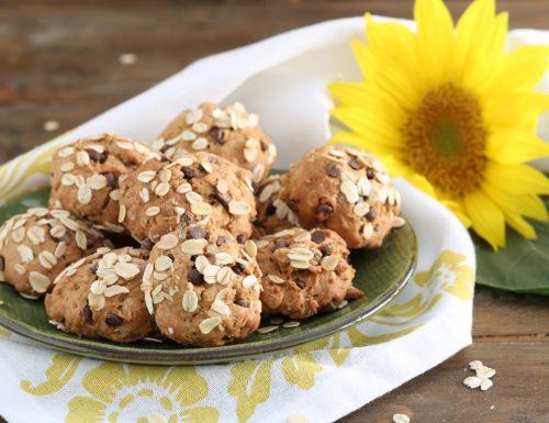 Biscotti con fiocchi di avena e gocce di cioccolato