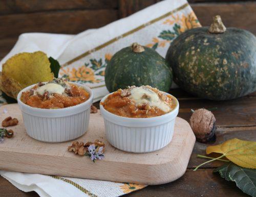 Tortini di zucca con gorgonzola piccante e noci