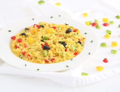 Risotto allo zafferano con peperoni e olive nere