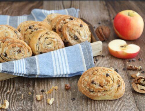 Girelle alle noci con mele e cioccolato -senza lievito