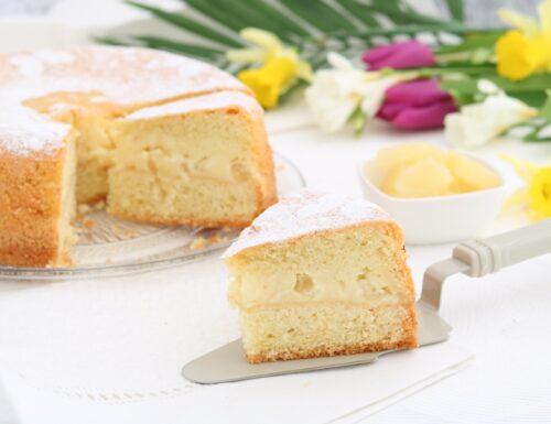 Torta versata al limone con crema e ananas