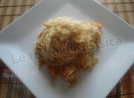 Spaghetti di riso con gamberi e zucchine