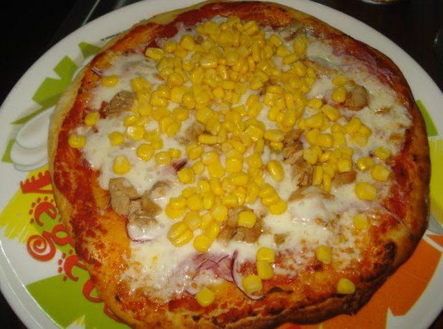 Pizza tonno, cipolla e mais
