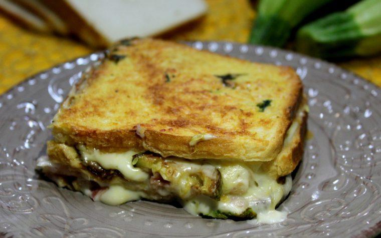 Lasagne di pancarrè filanti con zucchine e prosciutto - Con video ricetta
