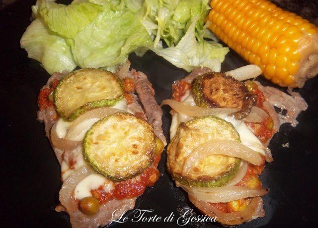 Carne con zucchine, cipolle e formaggio