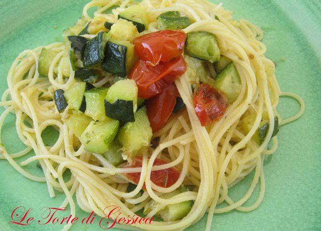 Spaghetti zucchine e pomodorini confit