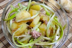Insalata di puntarelle, patate e tonno
