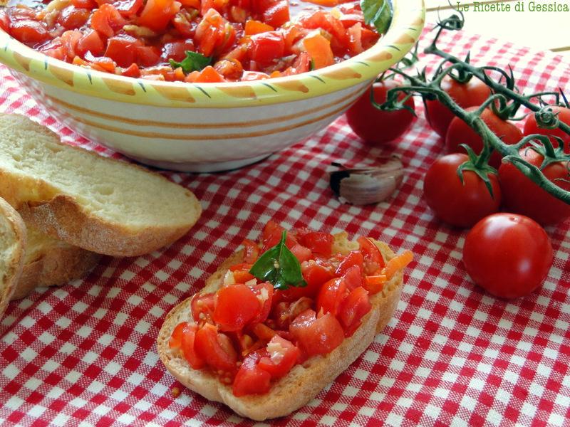 bruschette pane con pomodoro e aromi