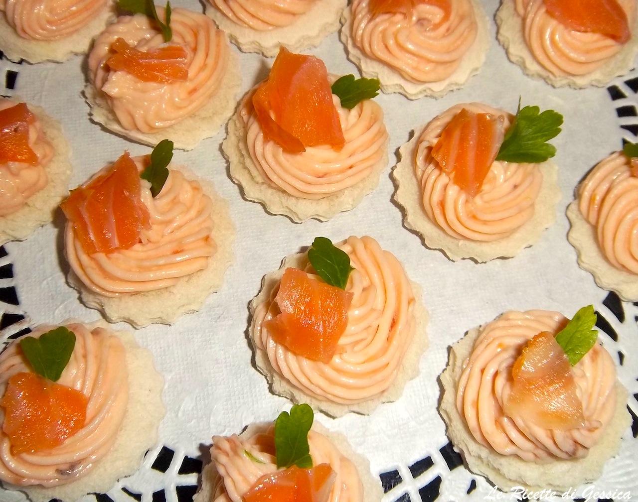 Tartine salmone e philadelphia ricetta con e senza bimby for Salmone ricette