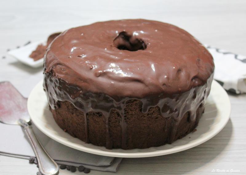 chiffon cake al cioccolato glassata