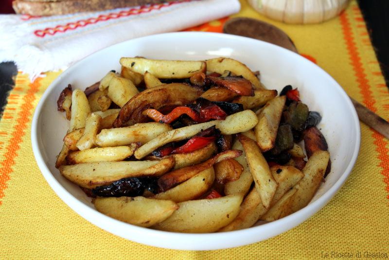 Peperoni e patate alla calabrese pipi e patati fritti