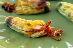 Fiori di zucca ripieni di ricotta cotti al forno
