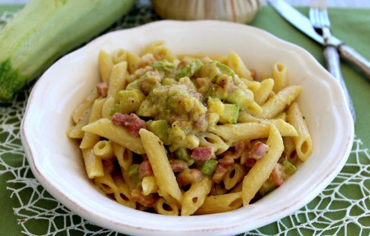 Pasta con pesto di zucchine e pancetta – Anche Bimby