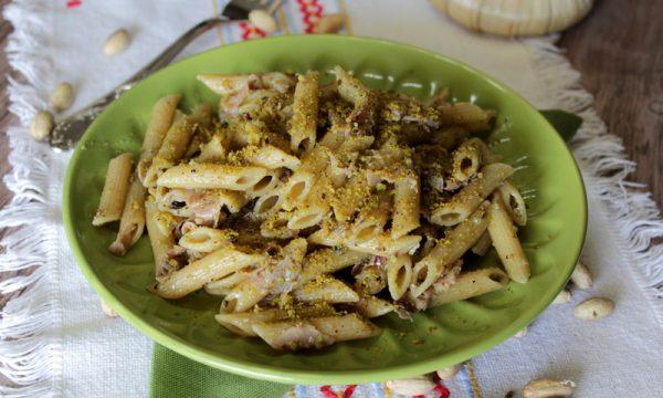 Pasta con pesto di pistacchi e prosciutto cotto – Ricetta senza panna