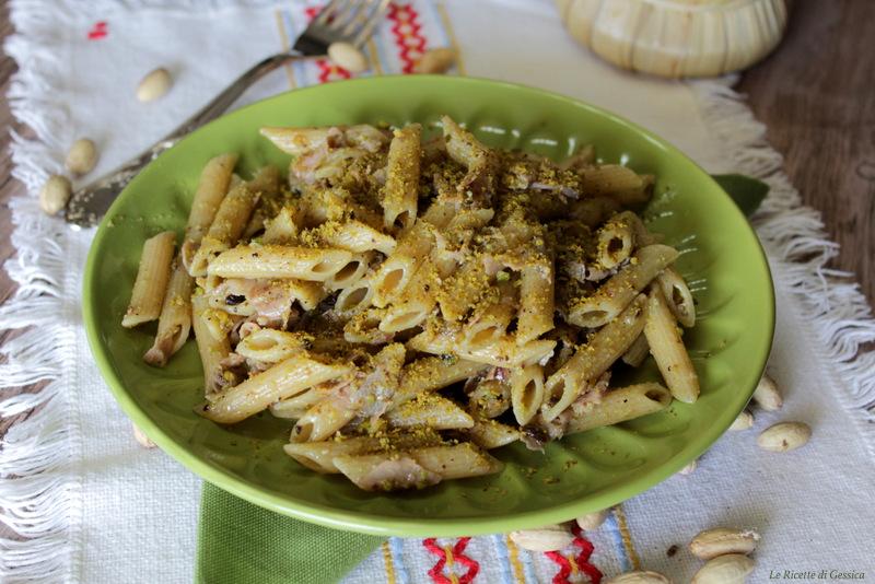 Pasta con pesto di pistacchio e prosciutto - Senza panna