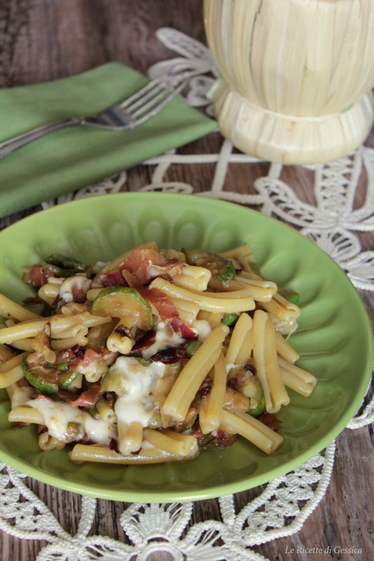 pasta con zucchina e mozzarella speck ricetta facile