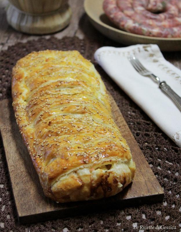 rotolo-di-sfoglia-con-patate-salsiccia-stracchino
