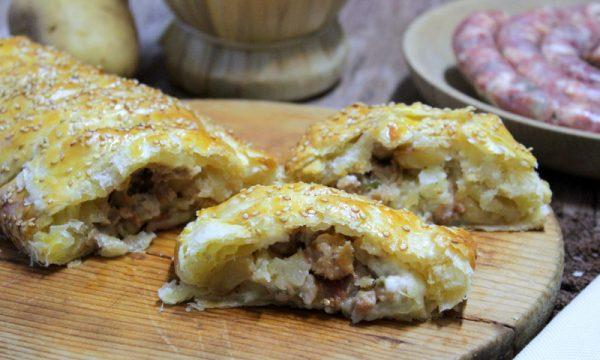 Strudel salato con patate salsiccia e stracchino – di Pasta sfoglia
