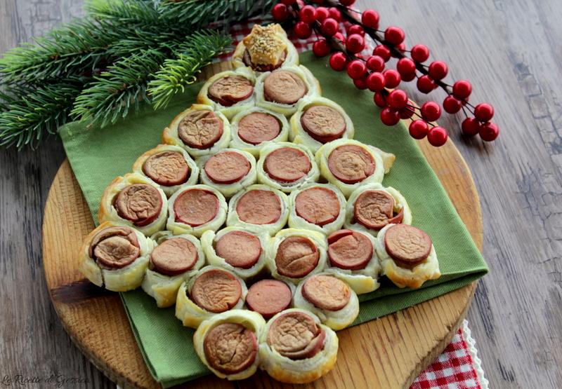 Antipasti Di Natale Wurstel.Albero Di Natale Di Sfoglia E Wurstel Antipasto Di Natale