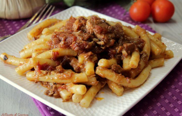 Pasta pesce spada e melanzane alla menta – Ricetta Siciliana