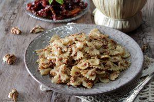 Pasta con pesto di pomodori secchi e noci – Anche Bimby