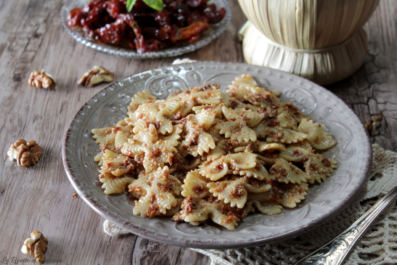 Pasta con pesto di pomodori secchi e noci - Anche Bimby