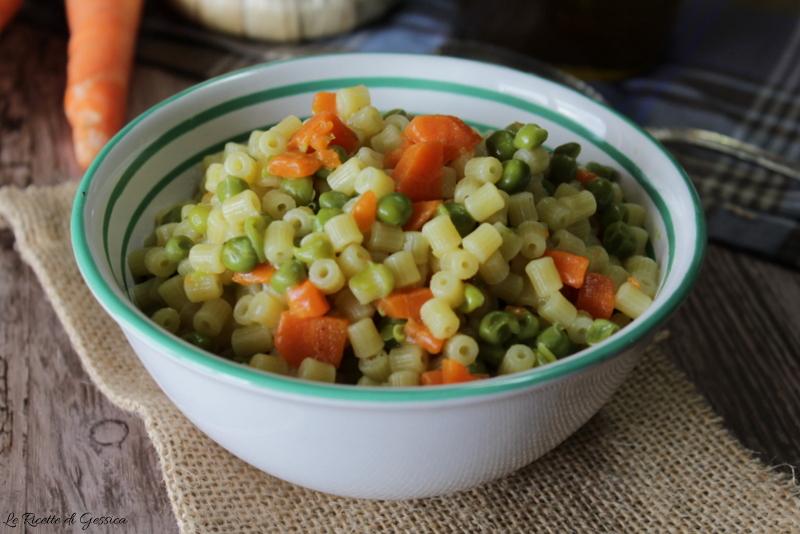 Pasta con piselli e carote