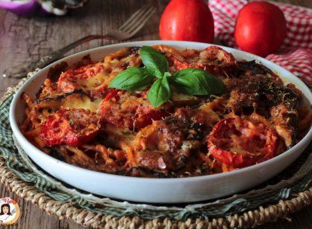 Bucatini al forno con melanzane, mozzarella e pomodori