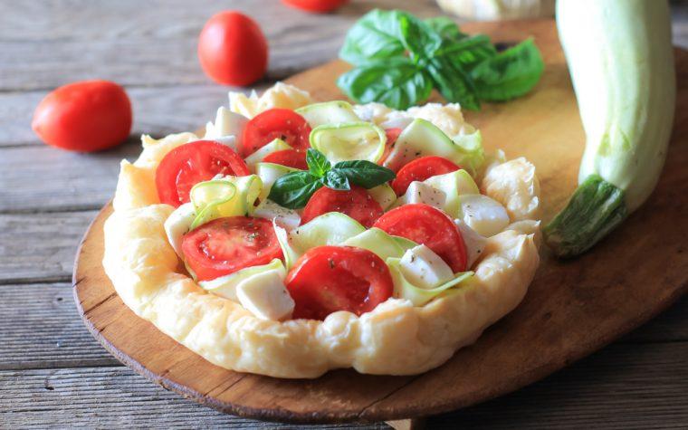 Crostata croccante con zucchine pomodoro e mozzarella - Anche Bimby