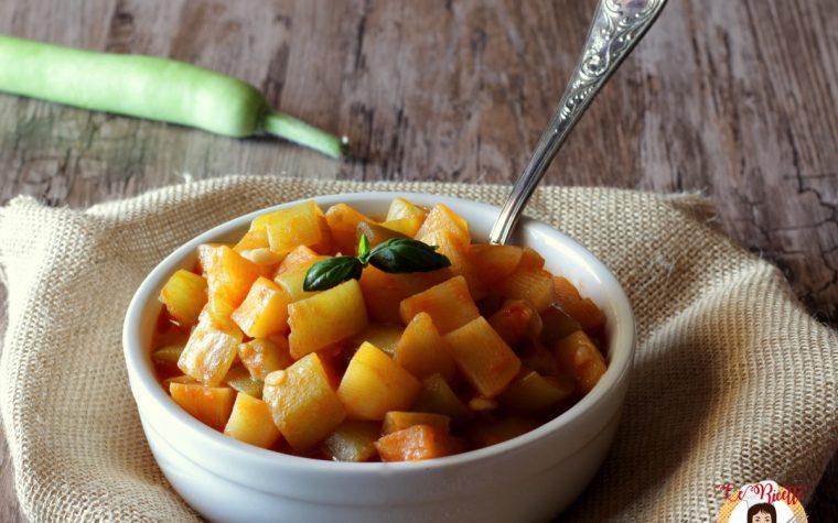 Zucchina lunga al pomodoro con patate- Ricetta Siciliana