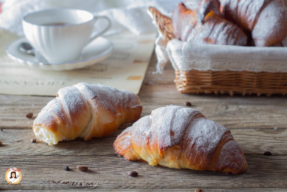 Cornetti Sfogliati Facili Anche Bimby Croissant Come Quelli Del Bar