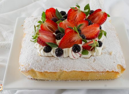 Torta Quattro Quarti con fragole e panna – Senza lievito