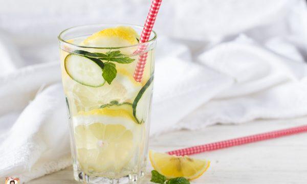 Acqua aromatizzata Detox: depurativa, drenante, dimagrante, rinfrescante