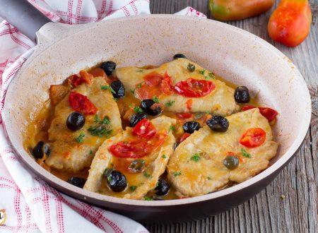 Petto di pollo con pomodorini, olive e capperi – Cremoso e facile