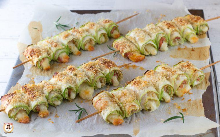 Involtini di zucchine al forno - Spiedini con prosciutto e formaggio - Anche Bimby