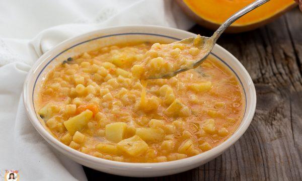 Pasta con zucca, patate e provola filante – Minestra