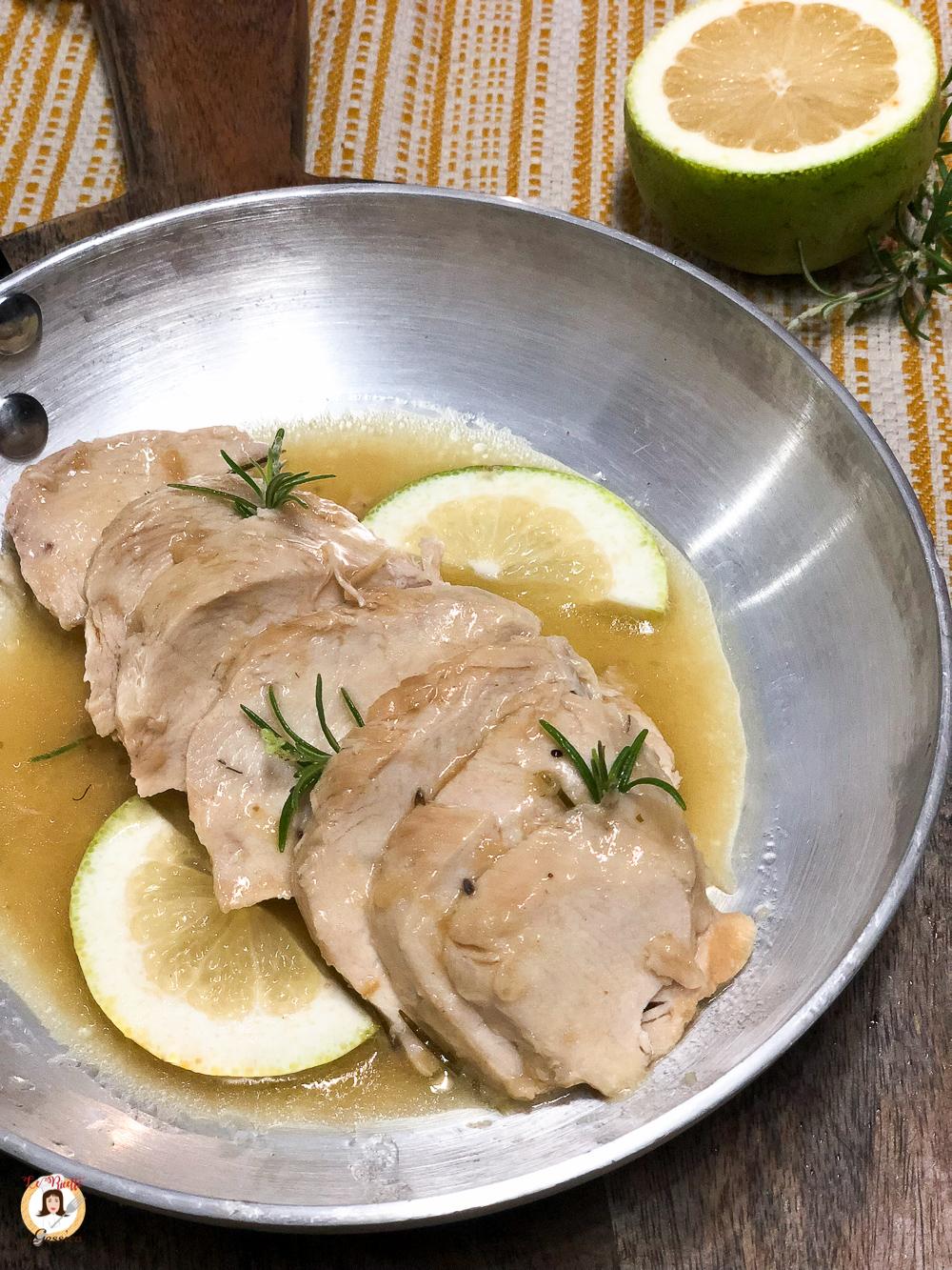 Petto di pollo al limone cotto in padella Secondo piatto cremoso e succoso