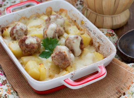 Polpette di salsiccia con patate e formaggio filante