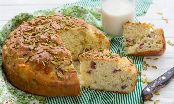 Torta salata 7 vasetti con pistacchi e speck
