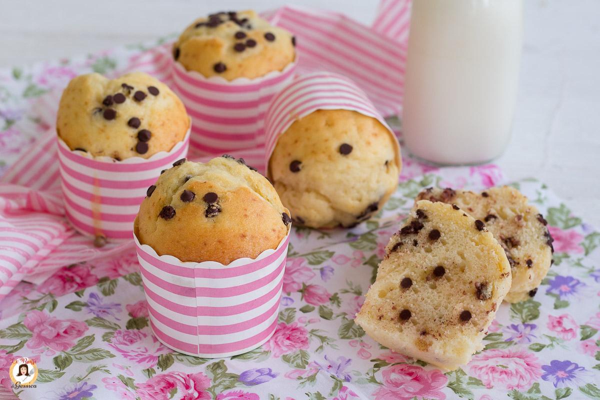 Ricetta Muffin Con Gocce Di Cioccolato.Muffin Con Gocce Di Cioccolato Senza Burro Dolci Con Impasto Anche Bimby