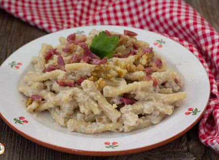 Pasta con crema di carciofi, noci e pancetta